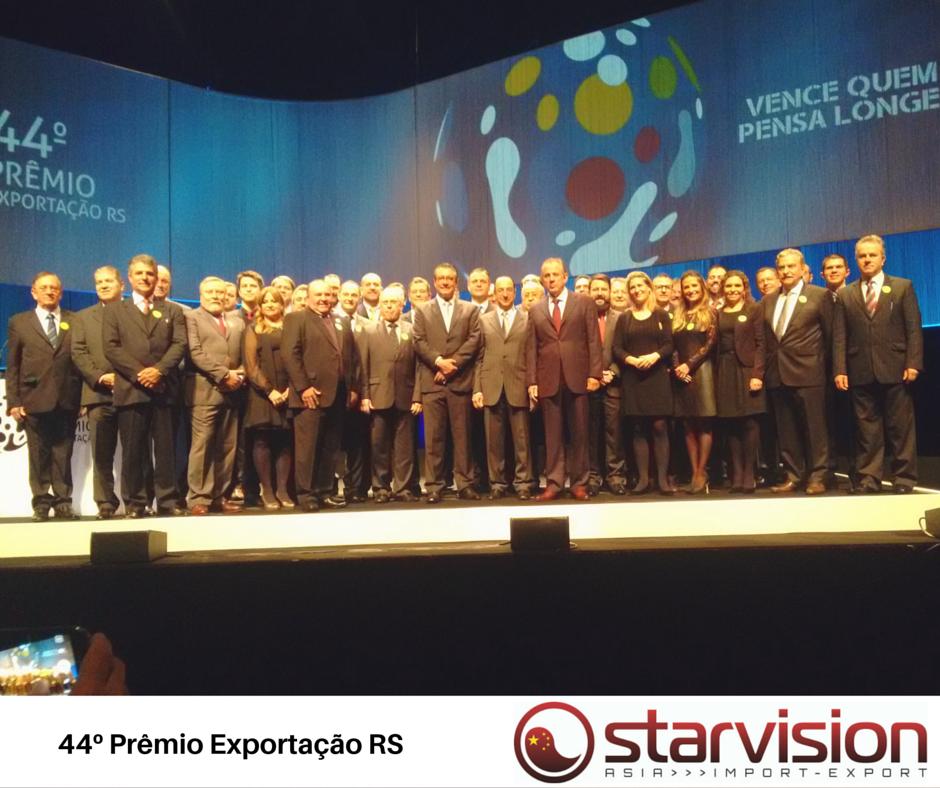 Empresários premiados em foto oficial