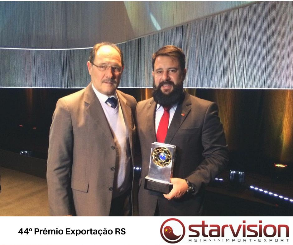 Fernandes recebe os cumprimentos do governador José Ivo Sartori